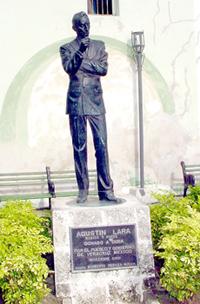 Estatua de Agustín Lara, en La Habana