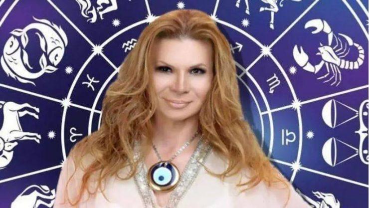 Glcfonfoepatmm La famosa vidente comienza el año con una predicción que tiene que ver con el… https www dcubanos com sabiasque la historia de mhoni vidente la famosa astrologa cubana en mexico